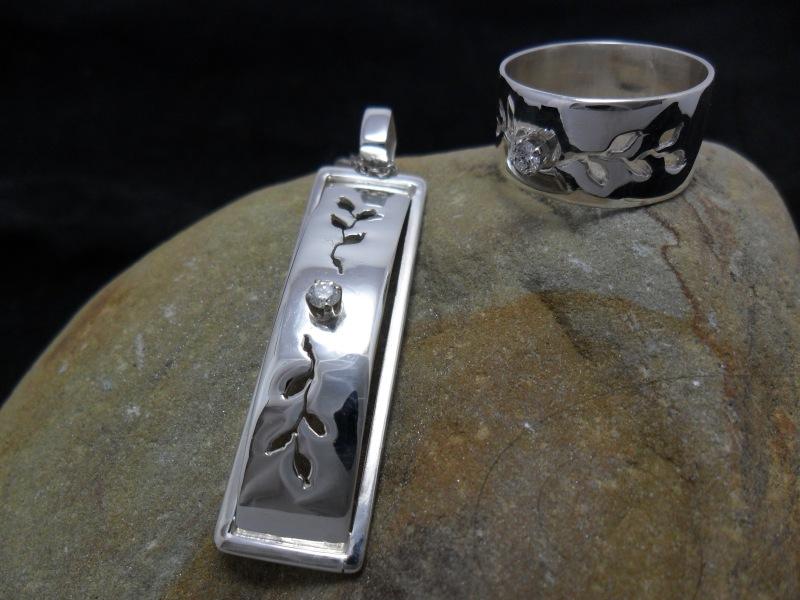 Pendentif en argent sterling ciselé serti d'un diamant